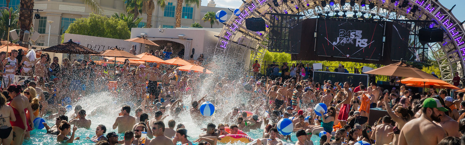 las vegas beach clubs